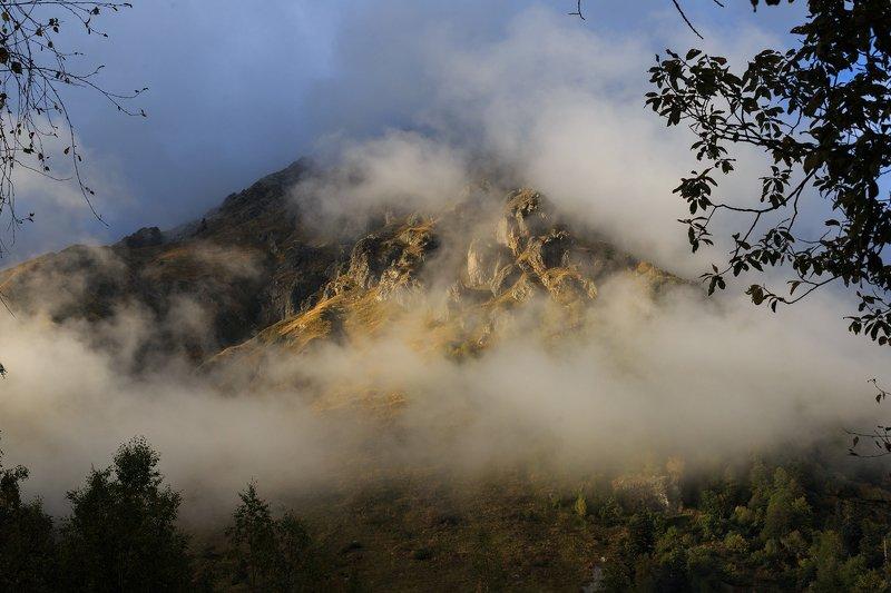 горы, туман, вечер, западный кавказ, кардывач, осень в горах Вечерний Лоюбphoto preview