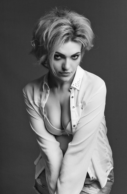 female, portrait, mood, sensuality, sexy, sensual, woman, fun, adult, face, people, one, person, look, retro, picture, tenderness, black and white, desire Maryphoto preview