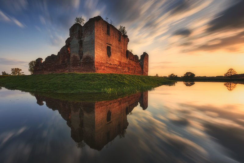 castle, ruins, poland, mystery, legend, besiekiery, history, long exposition In The Course Of Timephoto preview