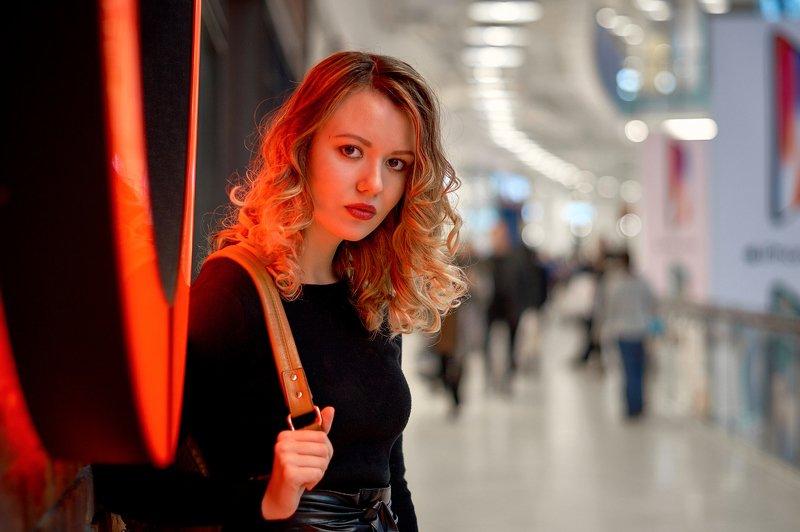#портрет #portrait #актриса #actris #модель #models #фотосессиявмоскве #фотосессия #фотограф #photographer #максимкоротовских #москва #россия #nikon Блуждая коридорами.photo preview