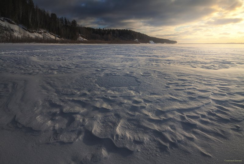 снег, зима, закат, берег, река, северная двина следы ветра на снегуphoto preview