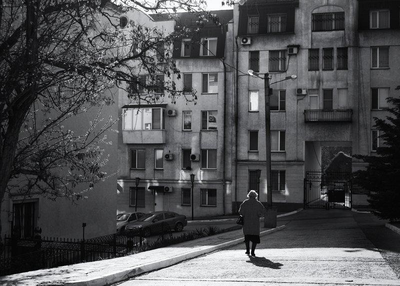 город Керчь, чб, человек, стрит ***photo preview