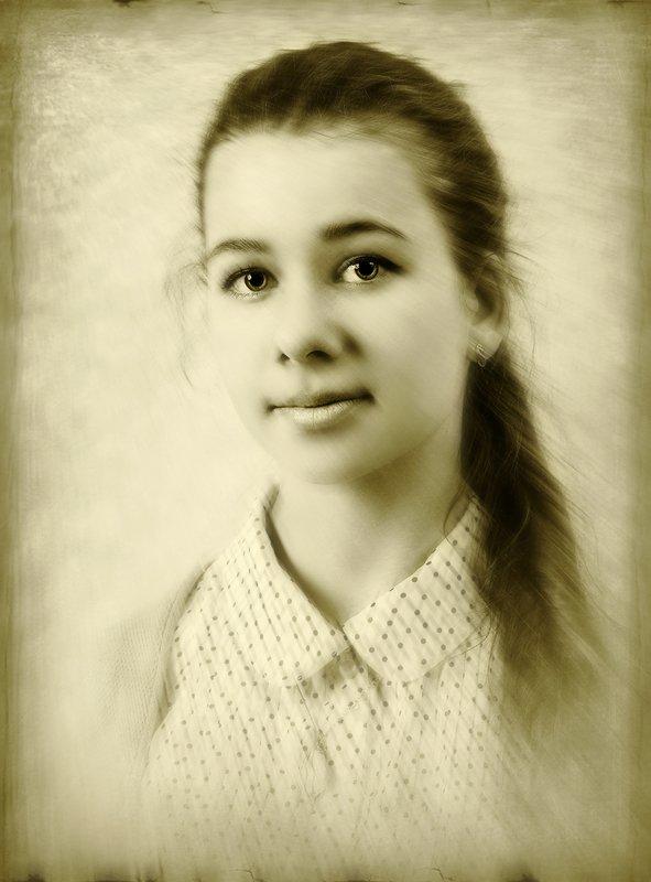 Портрет Гимназистки.photo preview