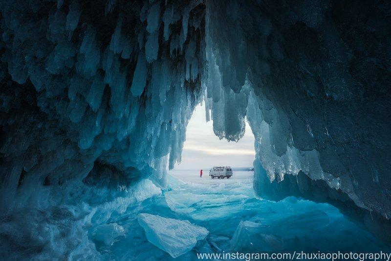 озеро байкал Ледяная пещера на Байкалеphoto preview