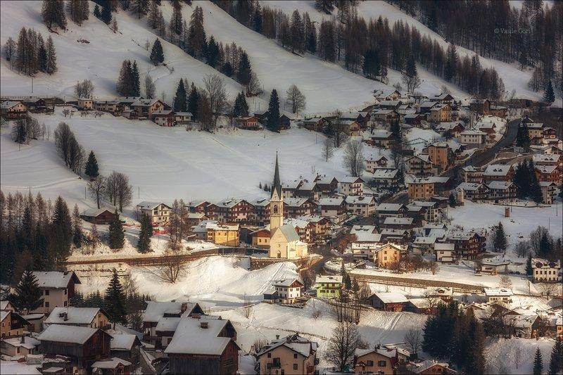 зима,church,свет,церковь,village,деревня,alps,снег,альпы,dolomites,доломиты,selva cadore,val fiorentina,италия. Почти \