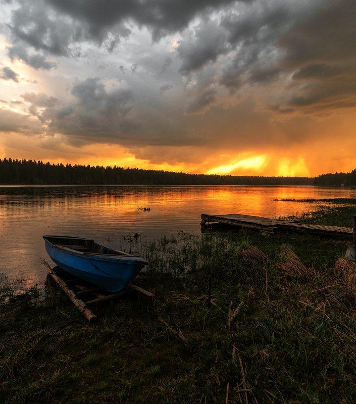 Закат, небо,Россия,лодчка  Небо перед дождём.photo preview