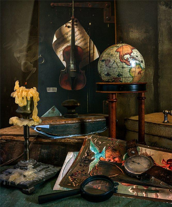 still life, натюрморт, ретро,   винтаж, пресс-папье,  книга, открытки, перо, перья, глобус, шкатулка, свеча, дым, репродукция, часы, лупа, натюрморт. винтаж.photo preview