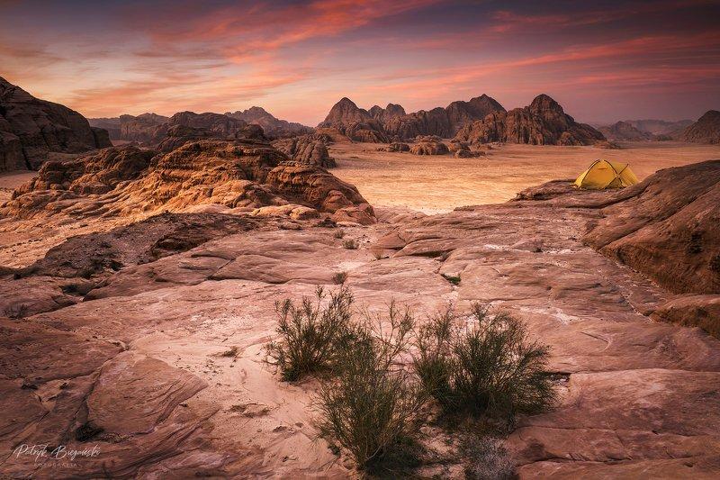 mountains, jordan, landscape, wadi rum, sunset, desert, light, colors, winter, warm, tent, composition, horizon, sand Desert sunsetphoto preview