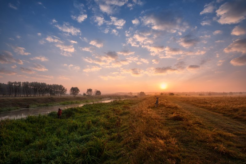 утро,рассвет,река,туман,солнце,небо,облака,рыбак,велосипед на рассветеphoto preview