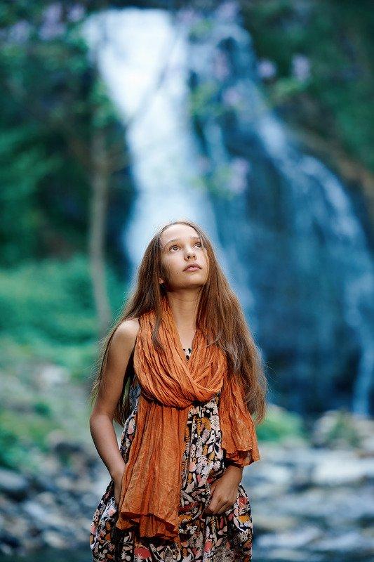 водопады девушка На природеphoto preview