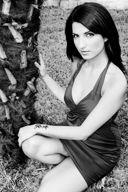 simone zeffiro fashion model woman sexy glamour black and white ---photo preview