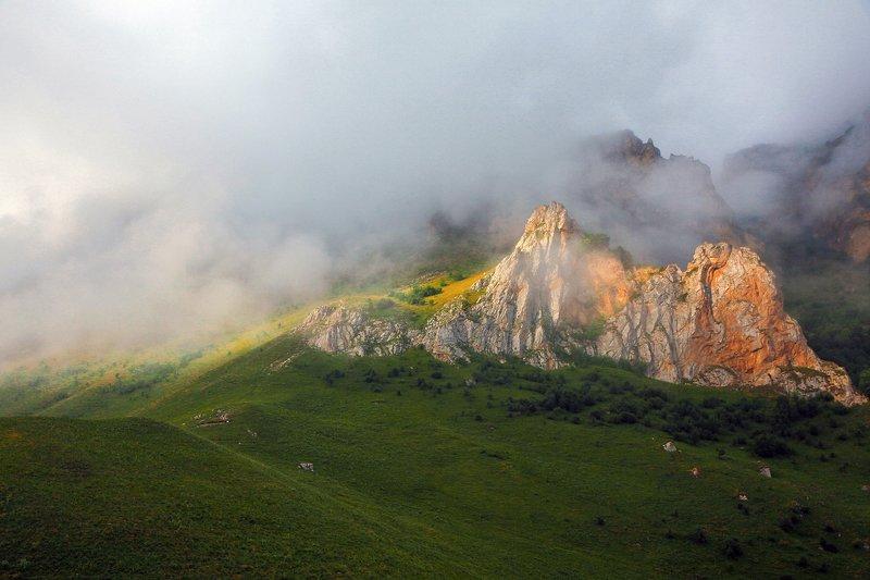утро,туман,горы,пейзаж,природа,чегем,кабардино балкария,кавказ,северный кавказ. Утро в горах..photo preview