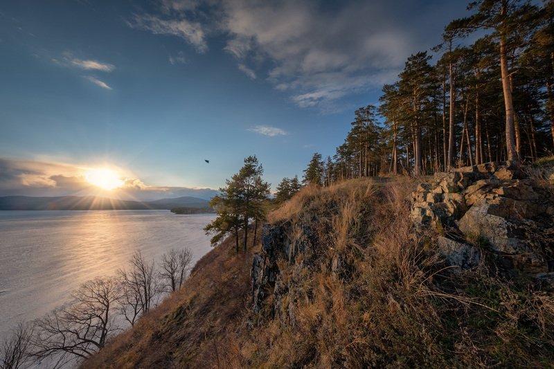 тургояк, озеро, лед, весна, апрель, солнце, закат, лес, скалы, урал, миасс Весеннее солнце над Тургояком фото превью