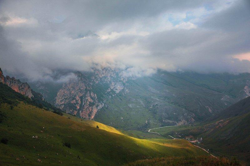 чегем,утро,лето,пейзаж,туман,ущелье. Чегемское ущелье.. фото превью