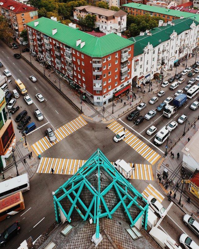 аэросъемка, владивосток, квадрокоптер, город, улицы, движение, авто,геометрия, пешеходы Пролетая над городом \