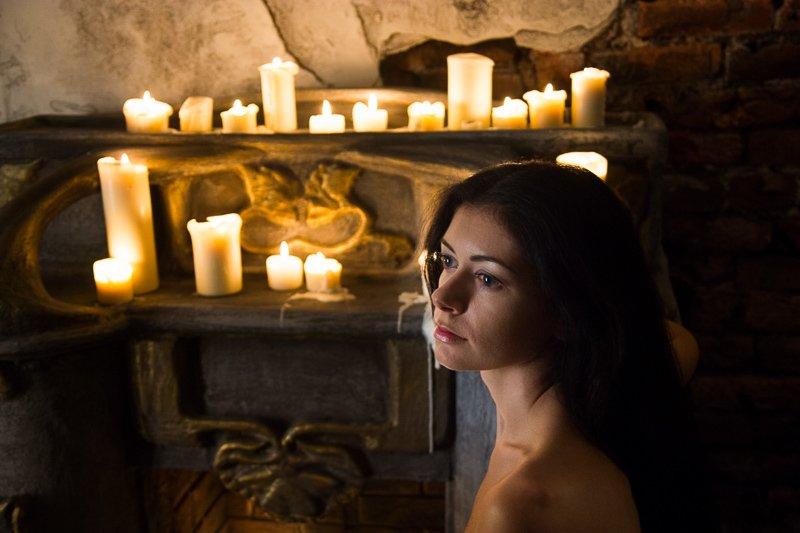 девушка, свечи, Фото со свечамиphoto preview