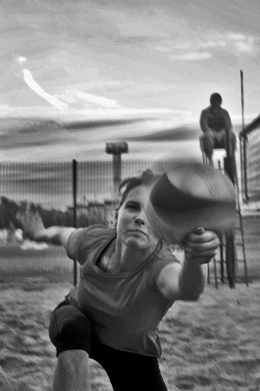 игра, волейбол, мяч, апатиты, чб Трудный мячphoto preview
