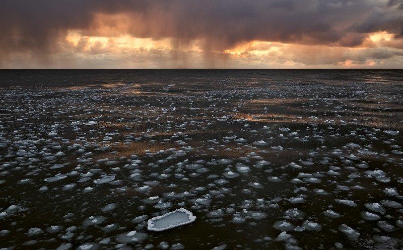 весна,закат,льдинки,охотское море,тучи весенний нарядphoto preview
