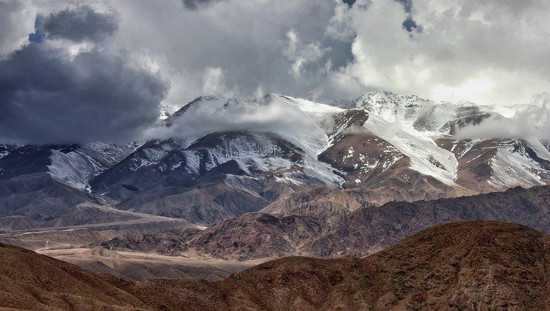 кыргызстан, горы Между солнцем и дождемphoto preview