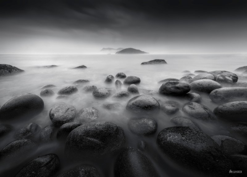 sea,black & white,travel,sky,wave,typhoon,light and shadow,cobblestone Pebble beachphoto preview