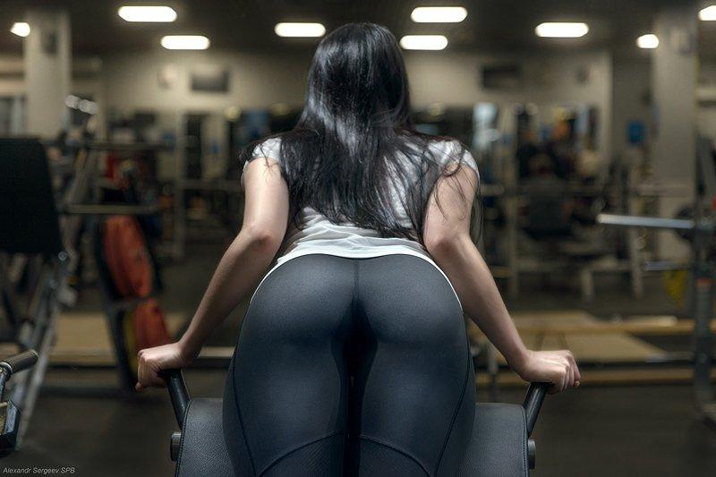 девушка,спорт,упражнение,спортзал,тренажёр,фитнес,гиперэкстензия Гиперэкстензияphoto preview