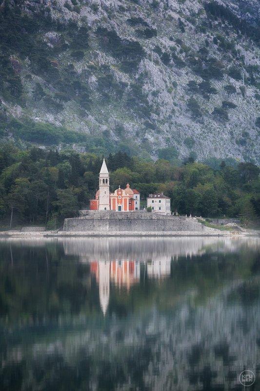 черногория, горы, церковь, отражение Утренние краскиphoto preview