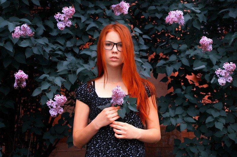 девушка, рыжая, цветы, сад, сирень, вечер,зелень, сони, Дианаphoto preview