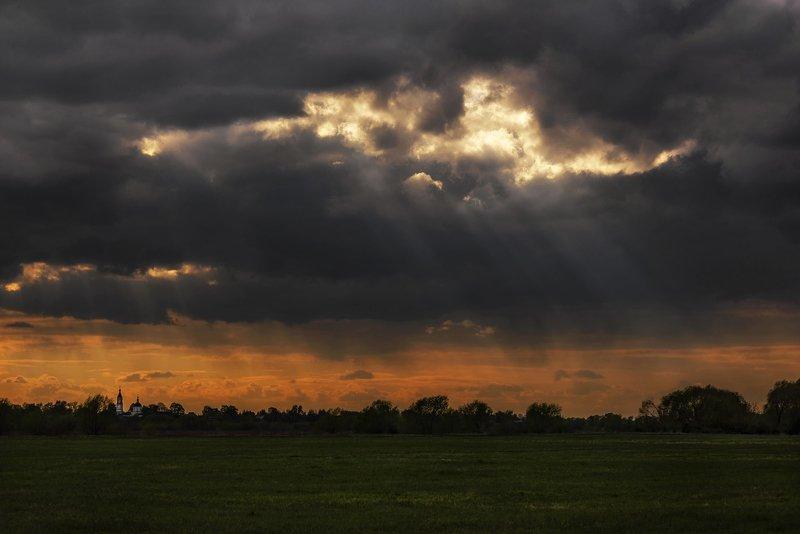 дорога, поле, дождь, свет Битва Света и Тьмыphoto preview