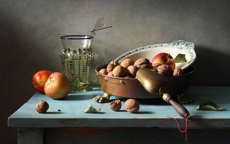 Яблоки и орехиphoto preview