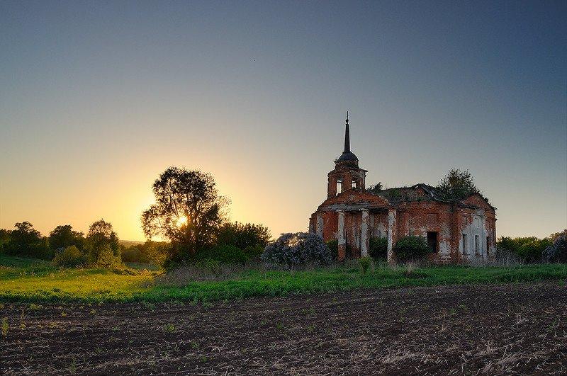 церковь, закат, рассвет, солнце, поле, дорога Нутренка на закате 2photo preview