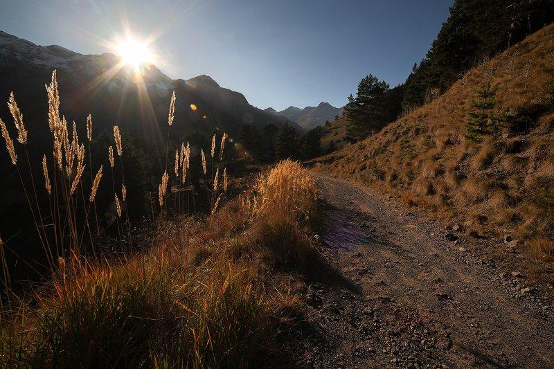 эльбрус, осень, кабардино-балкария, горы Приэльбрусье на закатеphoto preview