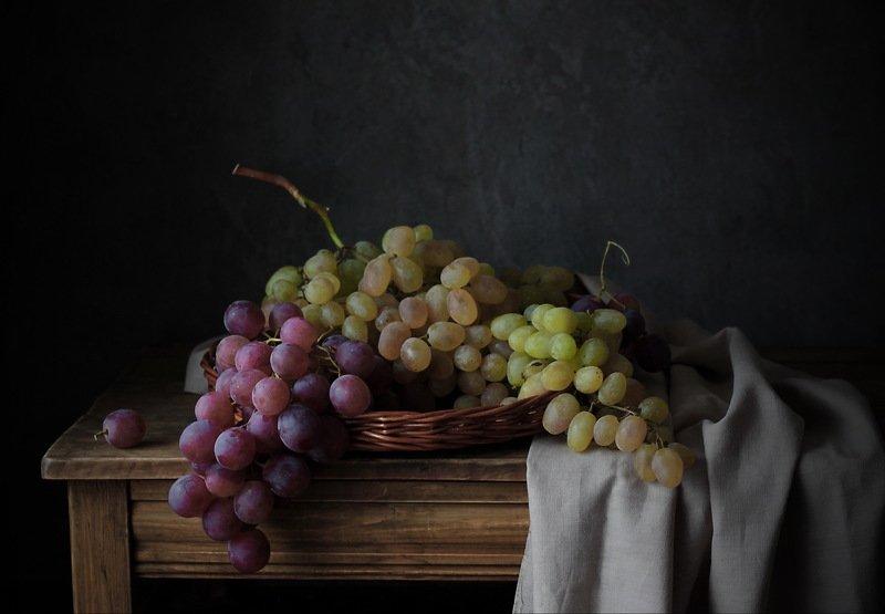 виноград, стол, натюрморт с виноградомphoto preview