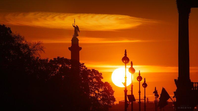 санкт-петербург, ангел, рссвет, солнце, контровый свет, город, городской пейзаж, saint-petersburg, silouhette, city, dawn, dramathic light, angel, cityscape. В первых лучах.photo preview