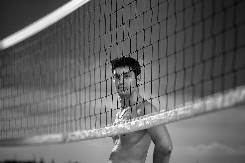 волейболист задумчивыйphoto preview