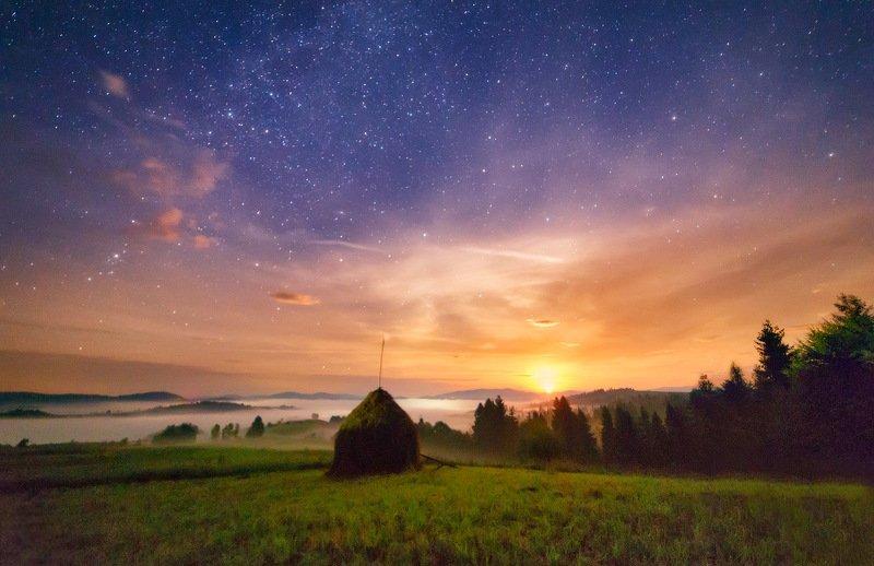 август, горы, карпаты, лето, ночь, пилипец, туман, украина Ночной Пилипец. Восход луныphoto preview