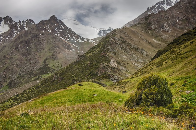 кыргызстан, горы Мгновение до летаphoto preview