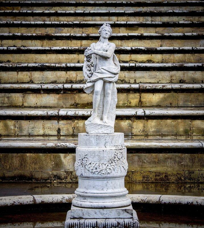 петергоф, петродворец, женщина, скульптура, скульптуры, фонтан stone maidenphoto preview