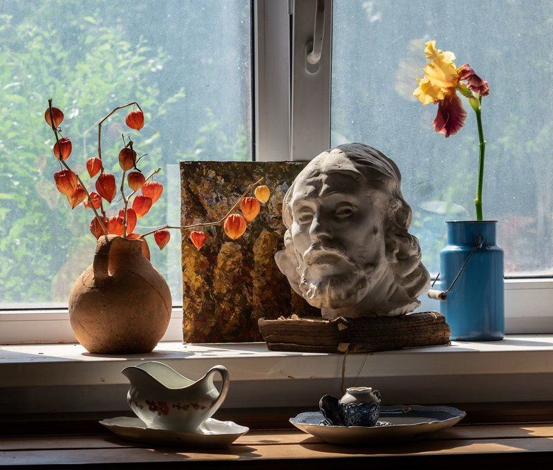 натюрморт, открытка, бумага, книга, still life, old books, старые книги, скульптура, голова, цветы В мастерскую заглянуло солнышкоphoto preview