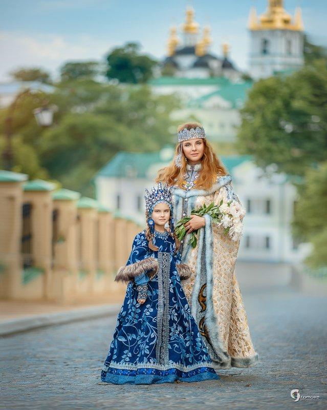 Киевская Русь, княжна, семья, мама и дочь, лето, исторический костюм Княжныphoto preview