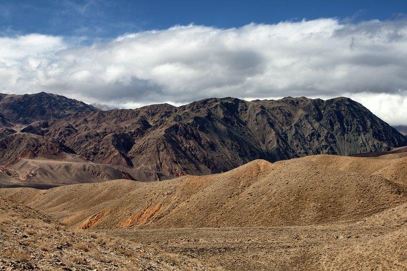кыргызстан, горы Триколор на фоне небаphoto preview