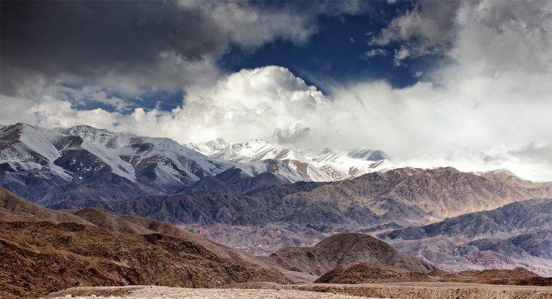 кыргызстан, горы Рождение облакаphoto preview
