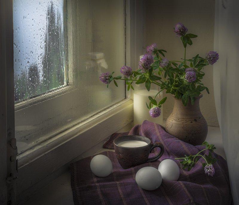 натюрморт,окно,клевер,молоко Летний дождьphoto preview