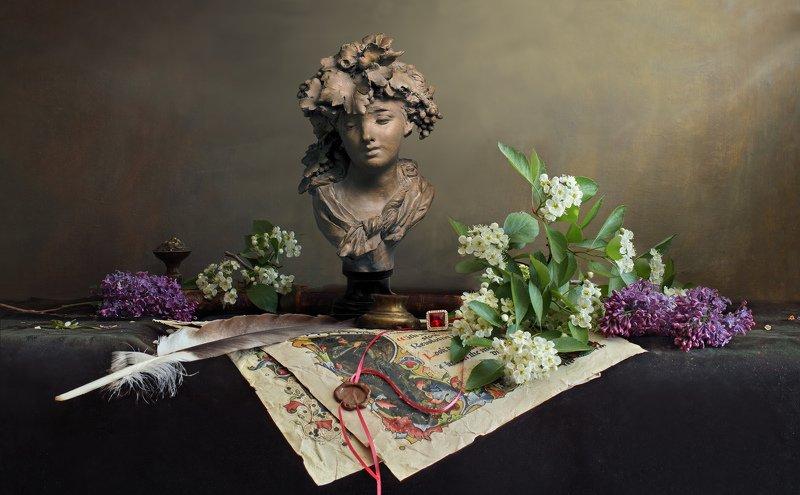 цветы, сирень, девушка, скульптура Натюрморт с цветами и бюстом девушкиphoto preview
