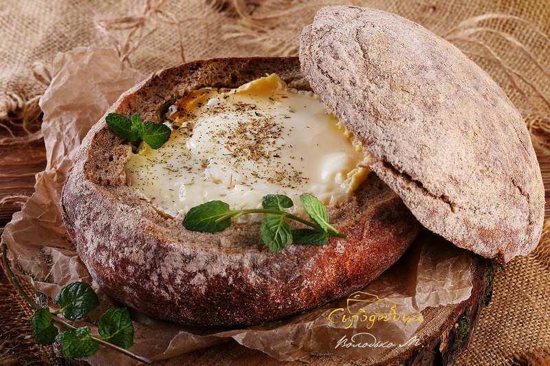 камамбер запечный в хлебе с прованскими травами. photo preview
