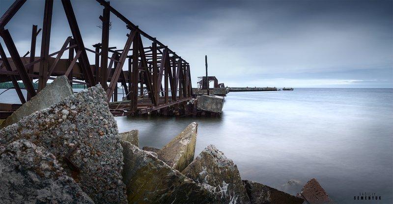 море, балтийское море, балтка, пирс, длинная выдержка, руины, baltic sea, sea, mood, minimalism, pier, wrecked pier, long expousure. Призраки Батарейной бухты.photo preview