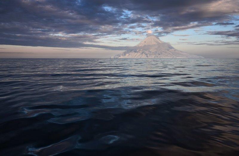 весна, волны, остров, тихий океан, отблески остров в Тихом океанеphoto preview