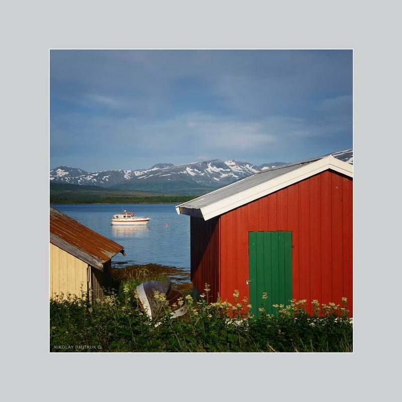 пейзаж зелёная дверь. Норвегияphoto preview