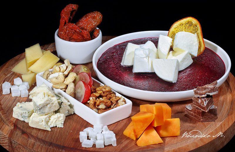 Сырная и фруктовая тарелкиphoto preview