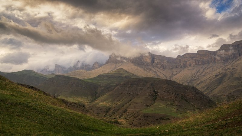 Облака и горыphoto preview