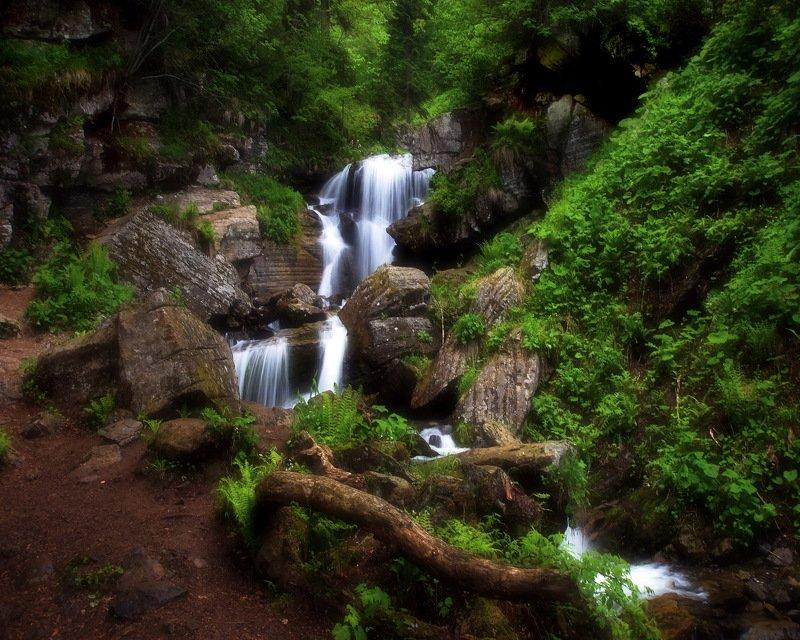горы весна водопад Весенний водопад.photo preview
